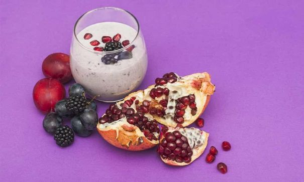 POMEGRANATE BLACKBERRY QUINOA PARFAIT MEVOLIFE