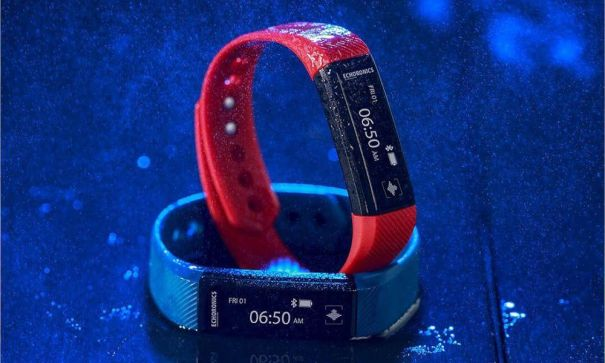 Can A Lightweight Slim Fitness Tracker Replace Bulky Smartwatches