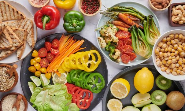 choosing a vegetarian diet to stay healthy and lose weight