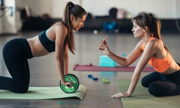 Fitness Trainer Using A Software For Training? 2020 Could Not Be Any Weirder! - 2