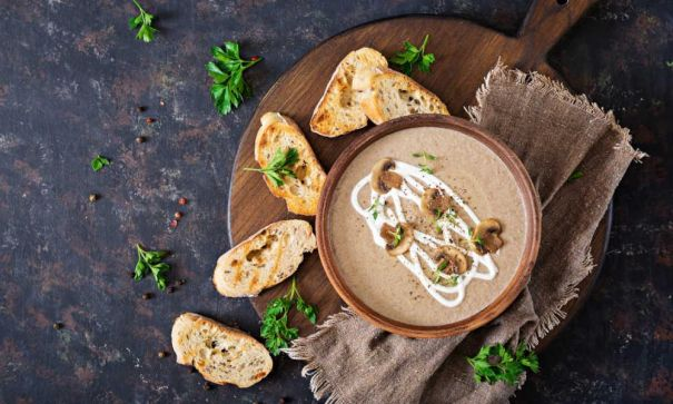 Presenting mushroom soup and spicy chickpeas with coconut cream - 2