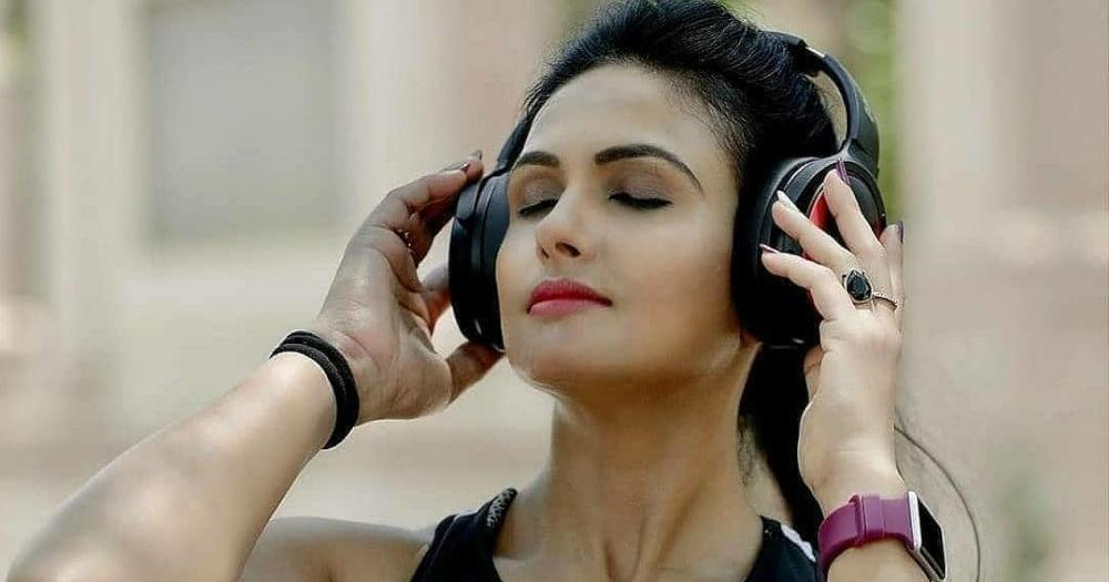 listening-to-music-on-a-sport