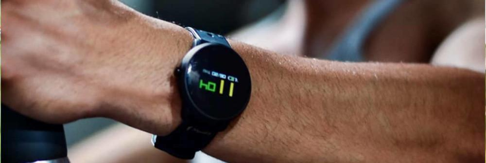 the-smartwatch-that-takes-swimming-1io