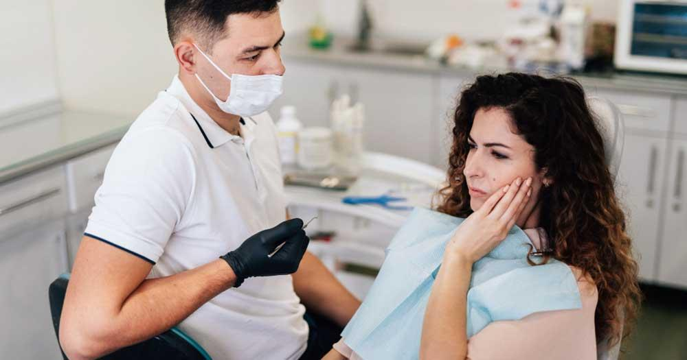 treatment of toothache due to hypoglycemia and blood sugar caused by eating too much sugar or sweets